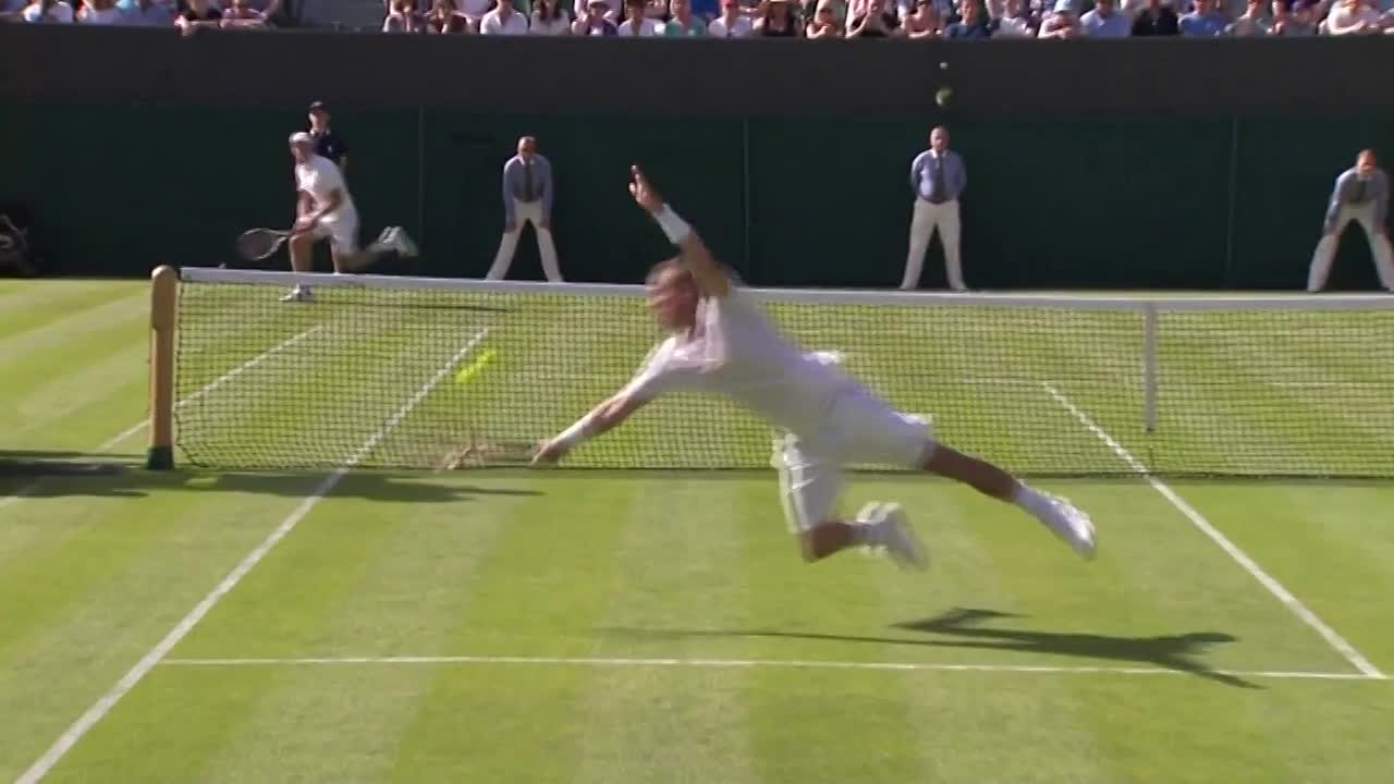 Trademark dive from Hewitt