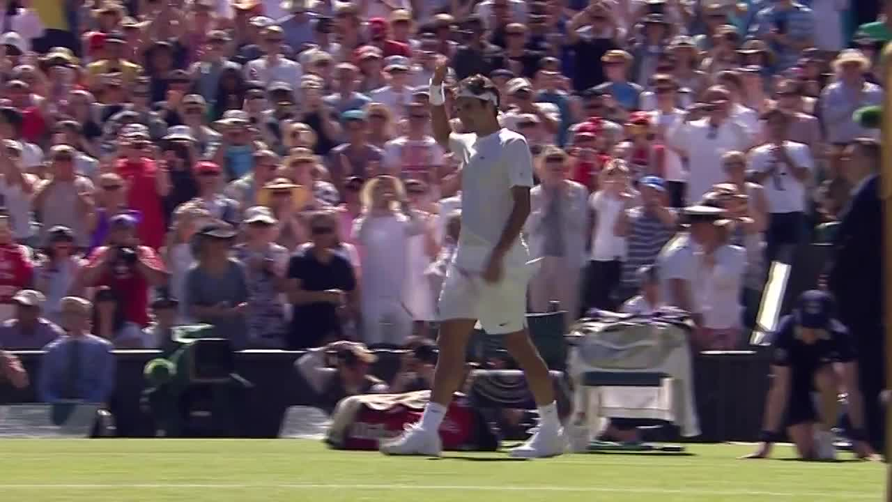 Roger Federer coasts into second round