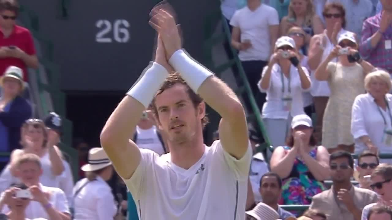Murray acknowledges the adoring crowd