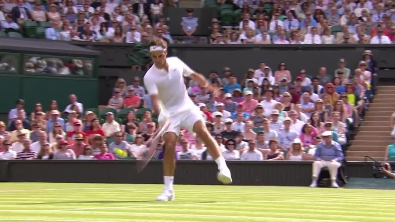Federer miscues on Centre
