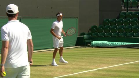 Roger Federer on the practice court