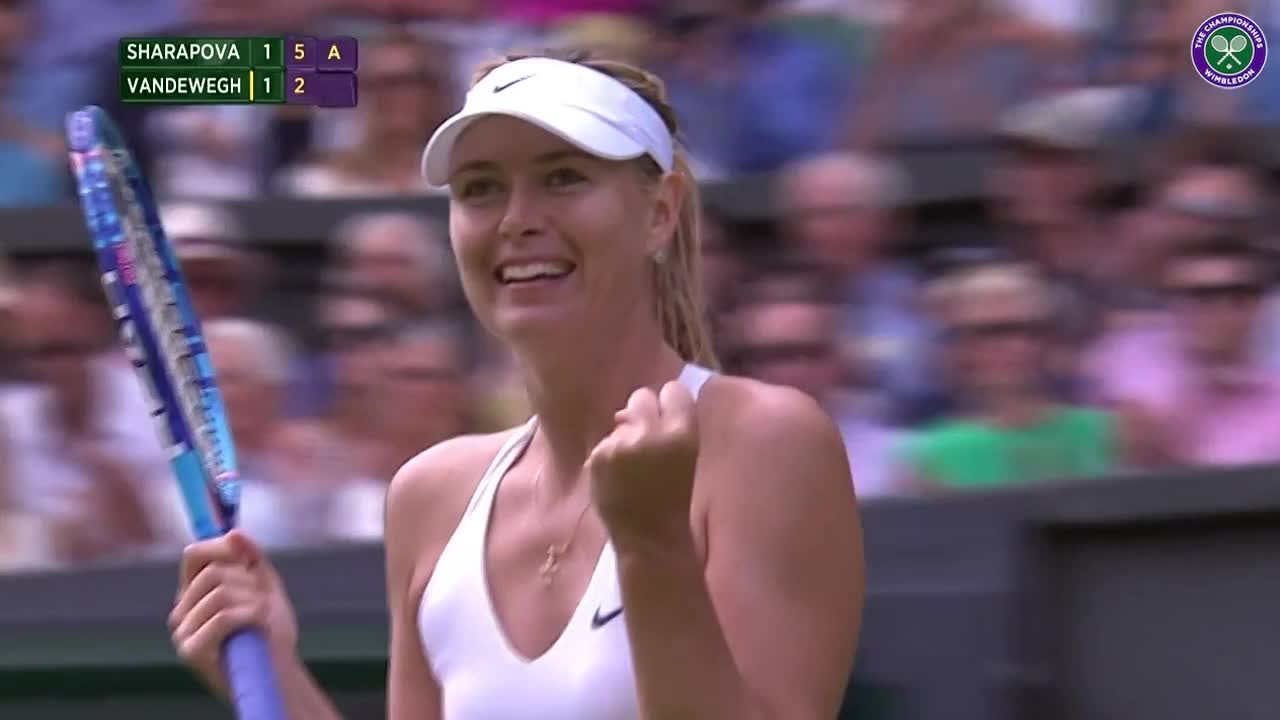 Sharapova sends kisses to the crowd
