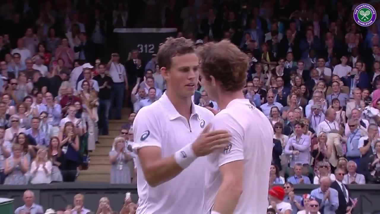 The Beckhams and the Royals congratulate Murray