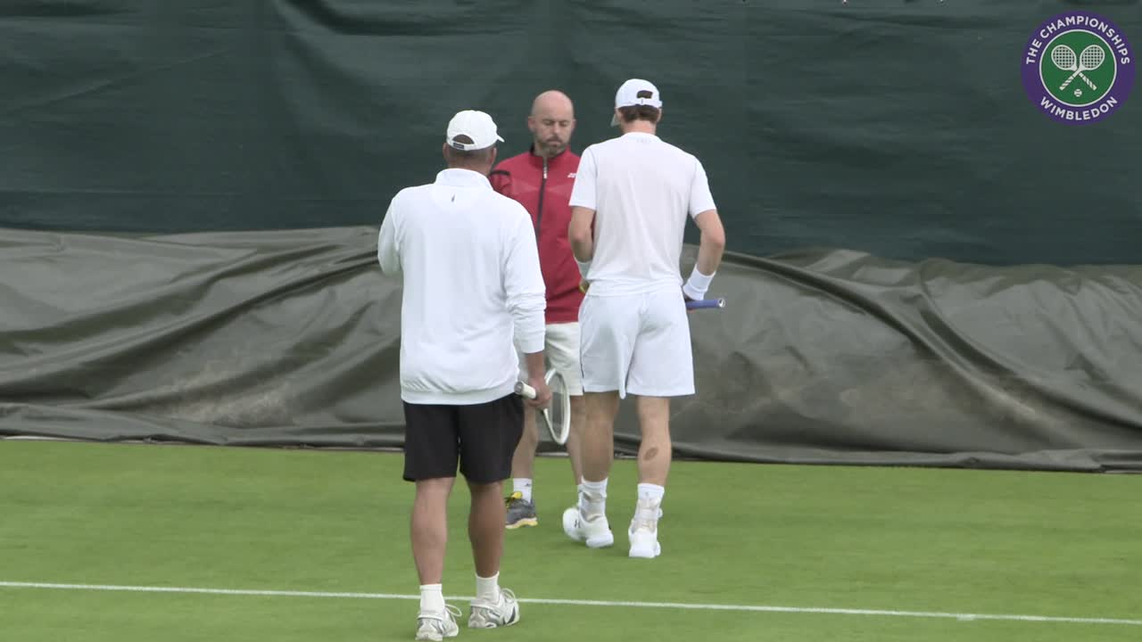 Queen's champion Murray gets back to work at Wimbledon