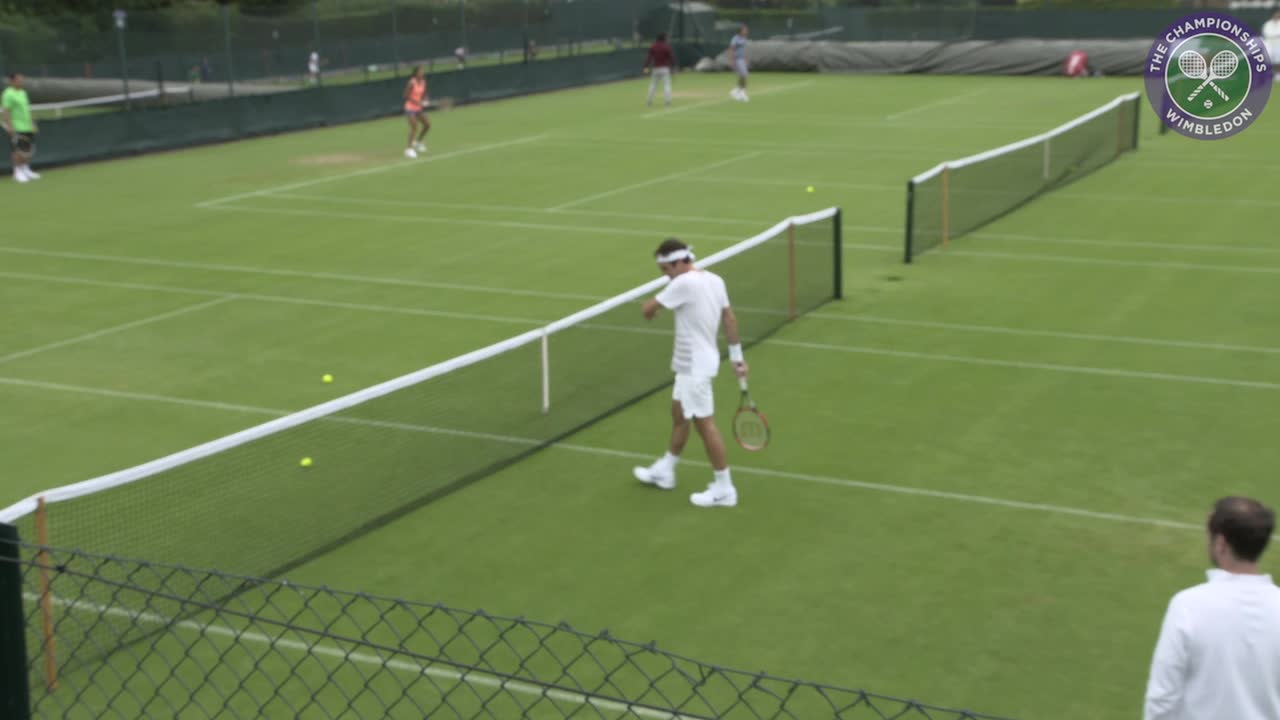 Federer warms up for Wimbledon with Cilic
