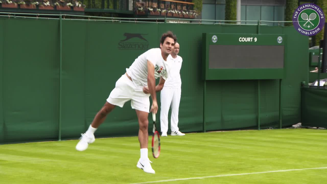Federer gets back in the groove