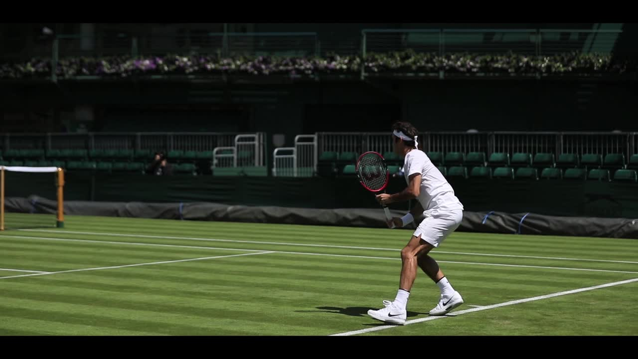 Federer returns to the Wimbledon grass