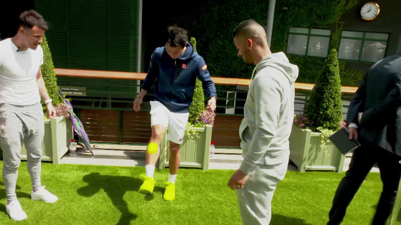 Willis and Nishikori show off their #wimbleskills