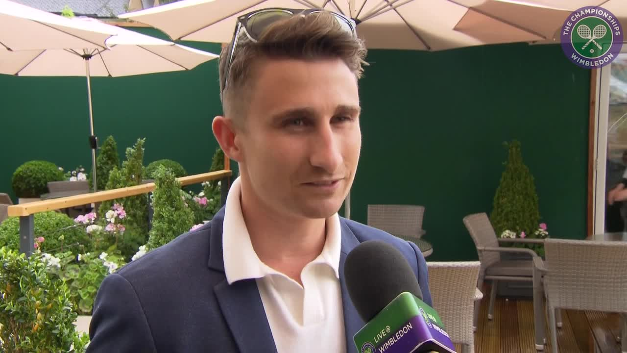 Former cricketer James Taylor makes the most of Wimbledon rain delay