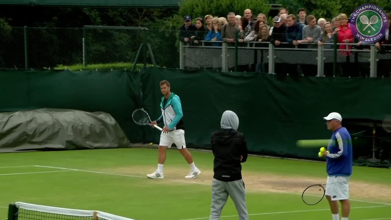 Marcus Willis practises ahead of Federer encounter