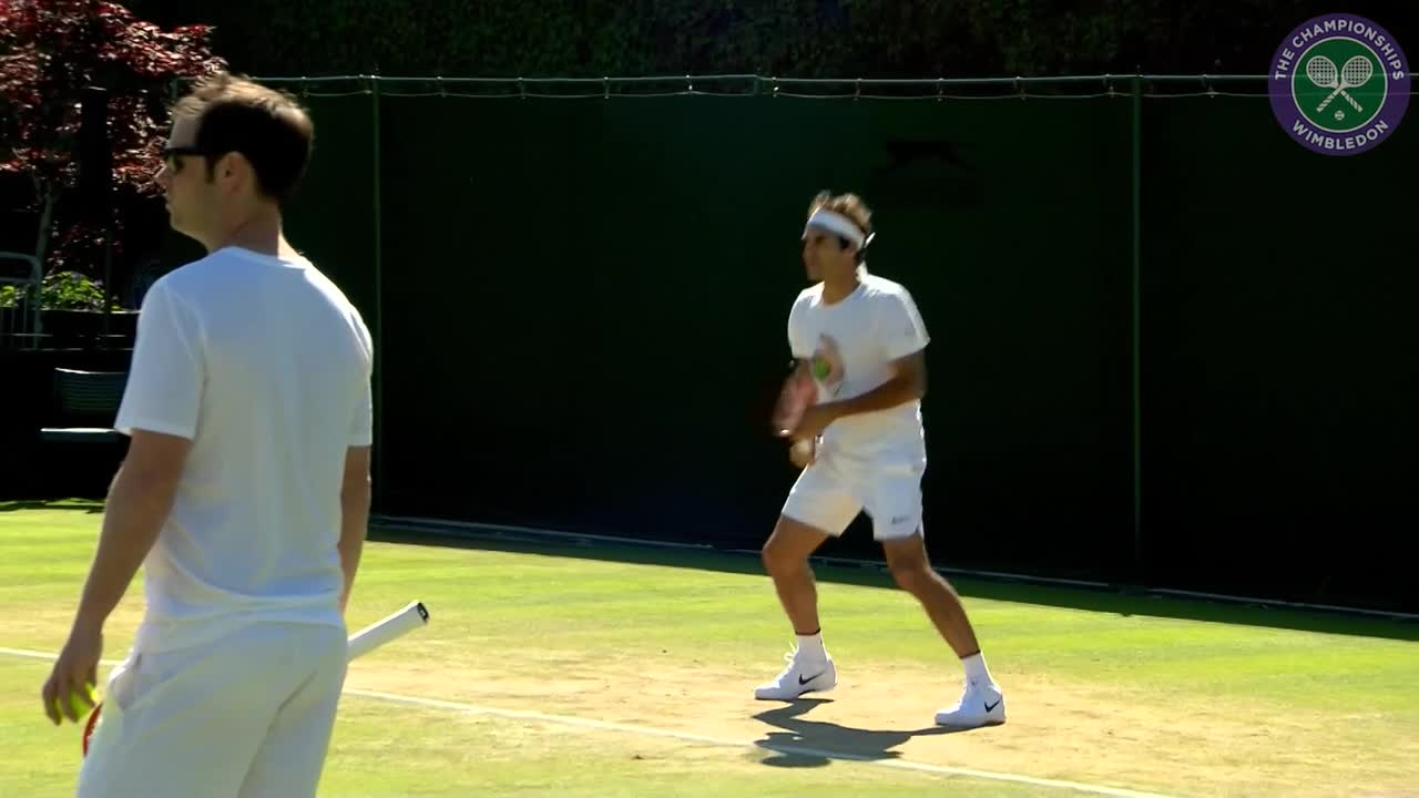 Federer on practice court ahead of Steve Johnson clash