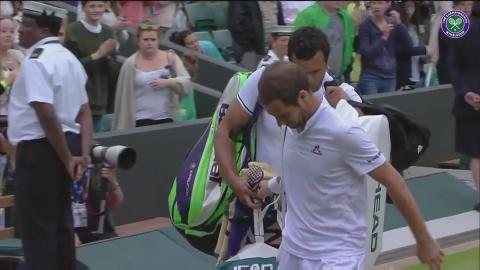 Tsonga helps injured Gasquet with his bags