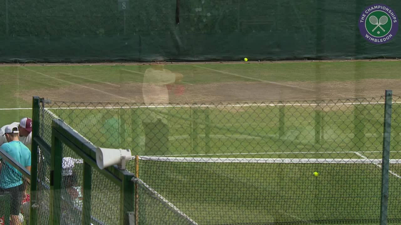 Venus Williams warms up ahead of semi-final clash