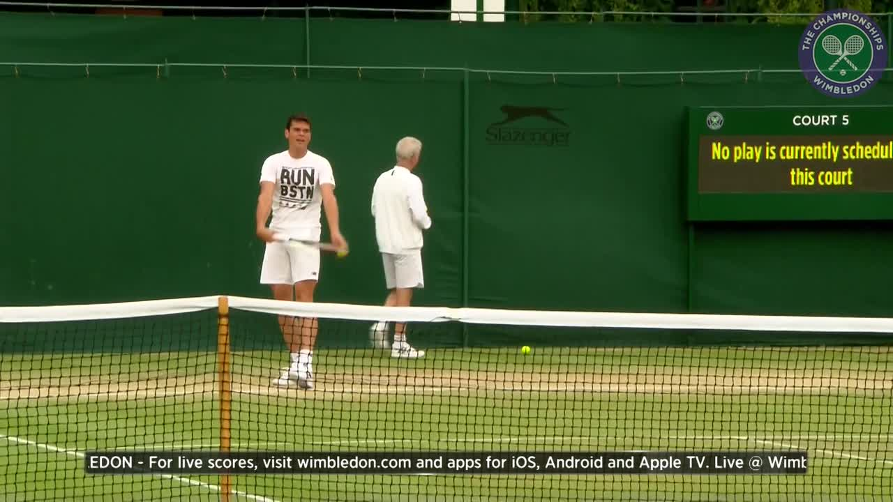 Milos Raonic warms up ahead of Wimbledon final