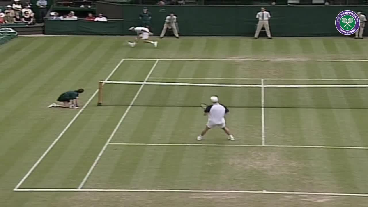 Wimbledon's Christmas Countdown: Day 21, Courier v Moya