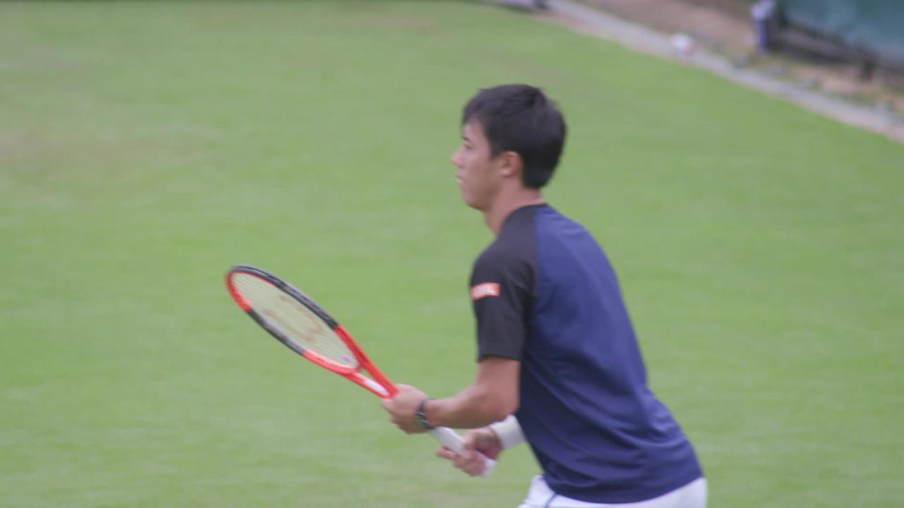 Nishikori finds feet on grass