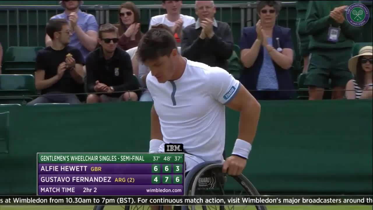 Emotional Fernandez reaches wheelchair final